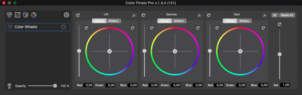 Color Finale Pro shares the same interface than Color Finale in a floating window, but you'll notice a few new buttons